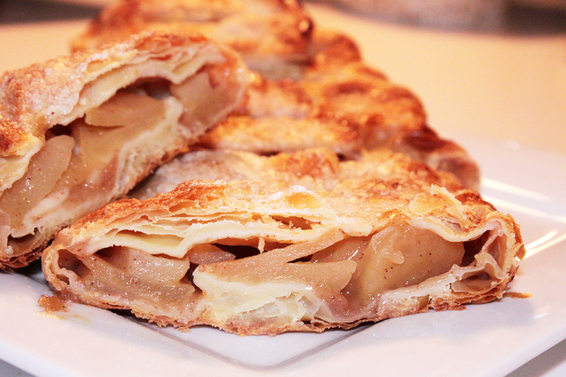 Apple Strudel | Vegan Nook - Vegan and vegetarian recipes and products
